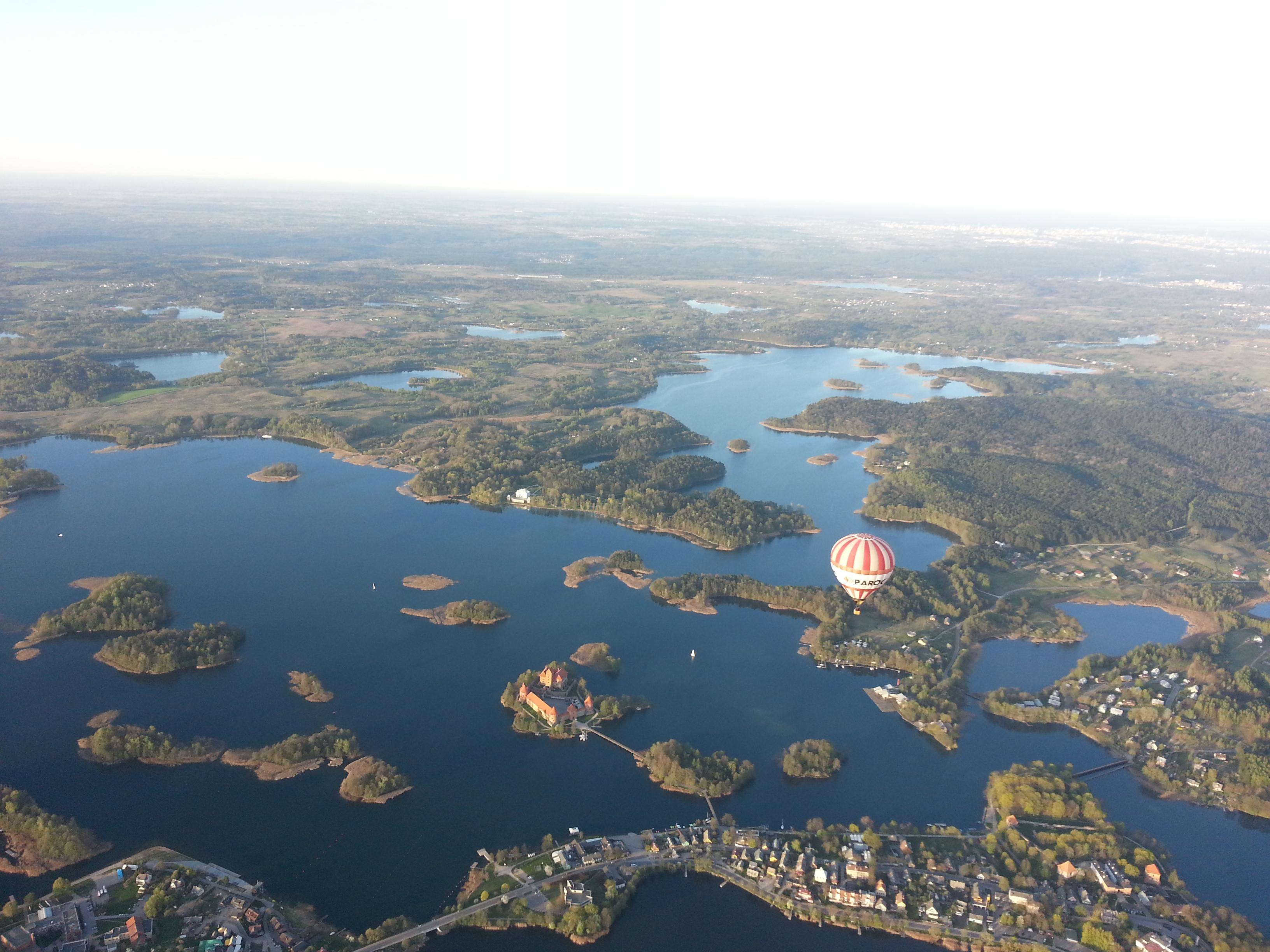 kvietimas skrydziui oro balionu trakuose